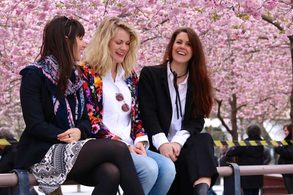 körsbärsblomning i kungsträdgården girls