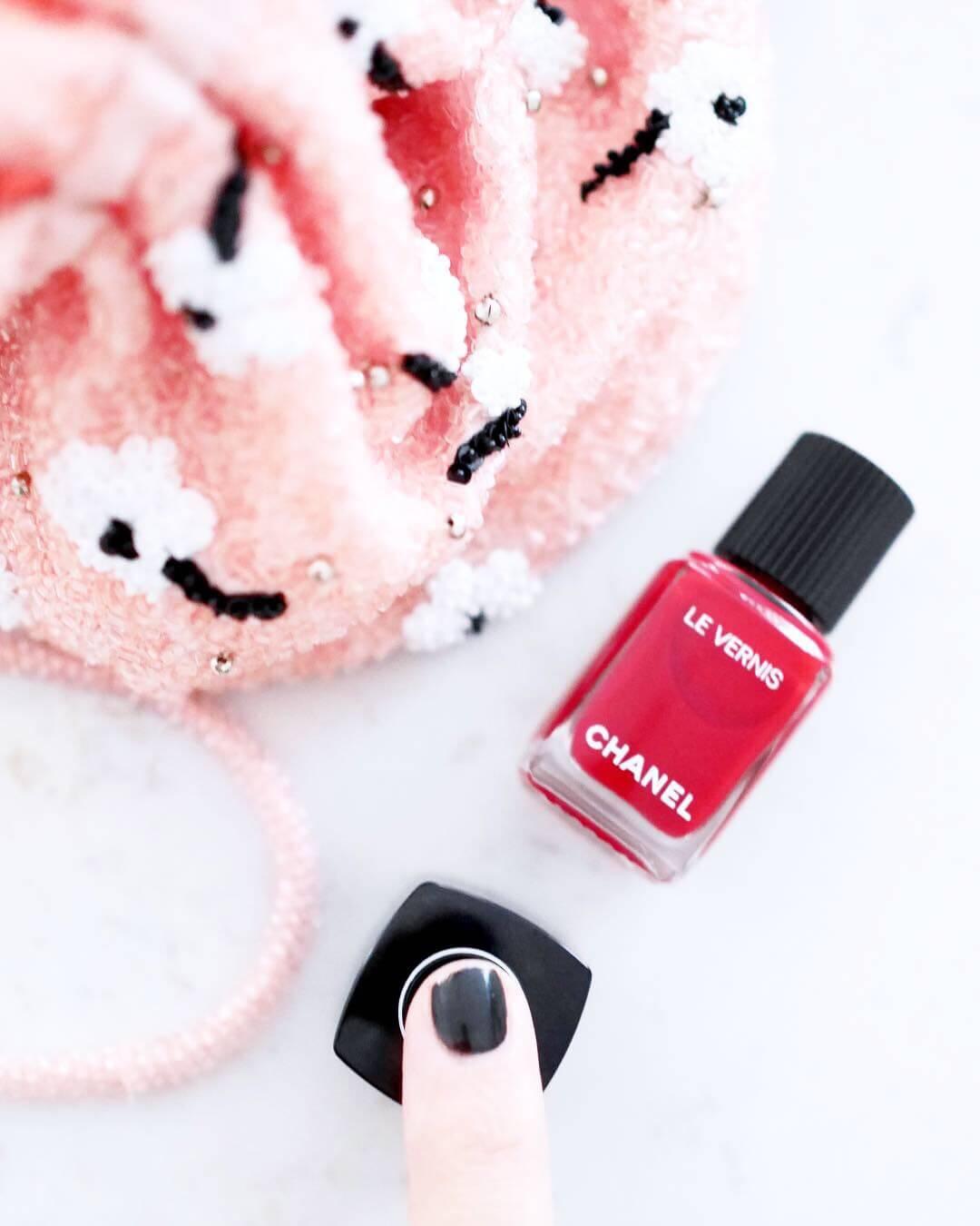 varför har Chanels nagellack dubbla lock